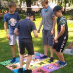 Dzieci bawiące sie w Ogrodzie w Ognisku Grochów