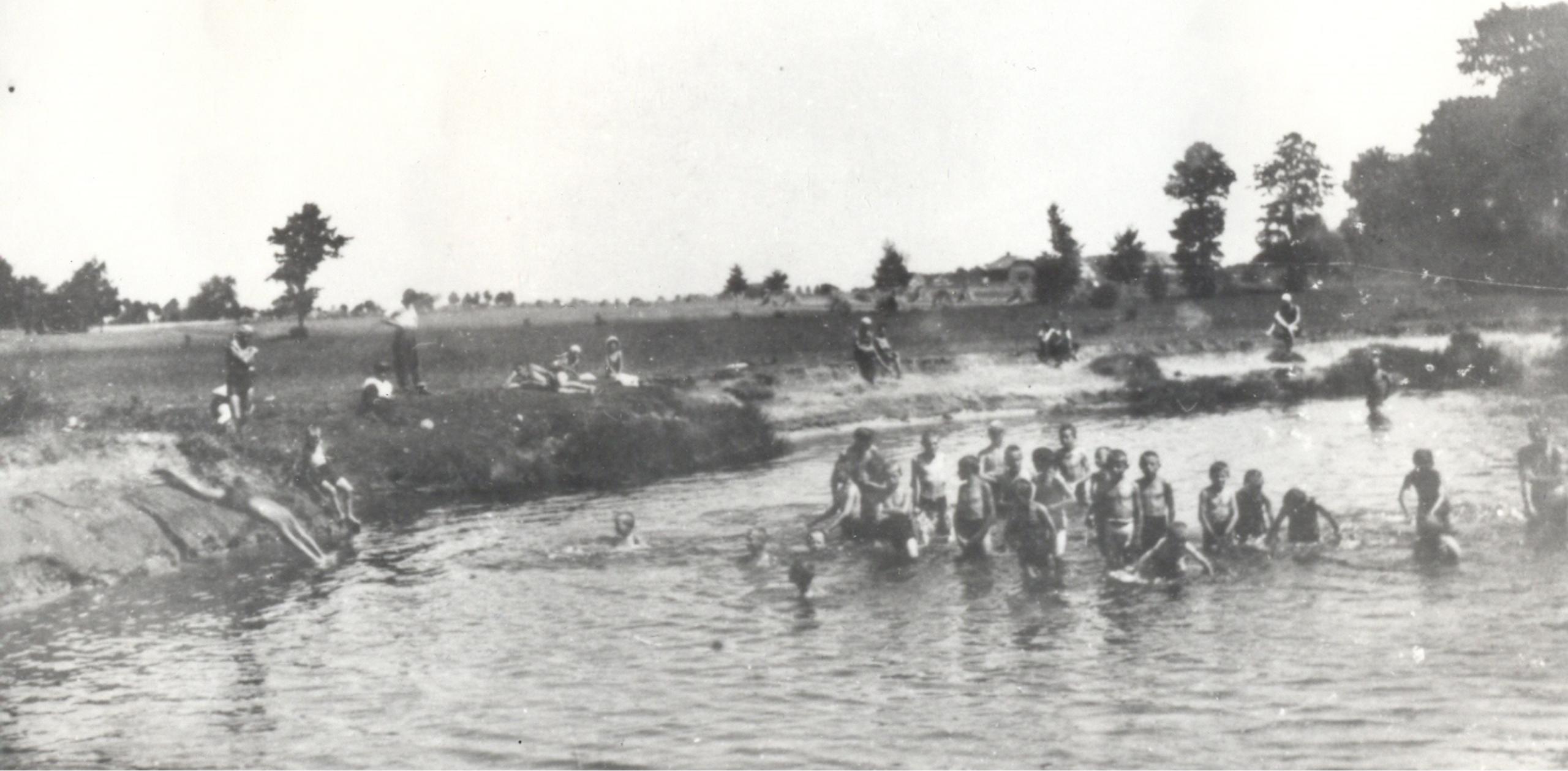 1932 - Kolonie w Lipinach, zdjęcie czarno-białe