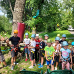 Zdjęcie grupowe dzieci z Ogniska Starówka