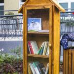 Ogród w Ogniksu Grochów, szafka na książki